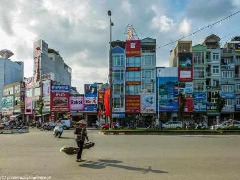 spacer po hanoi - domy wietnamskie wąskie i wysokie