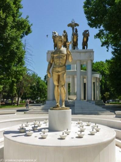 skopje w jeden dzień - park woman warrior pomnik