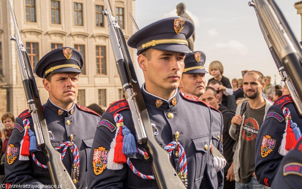 Zmiana warty przed siedzibą prezydenta Czech
