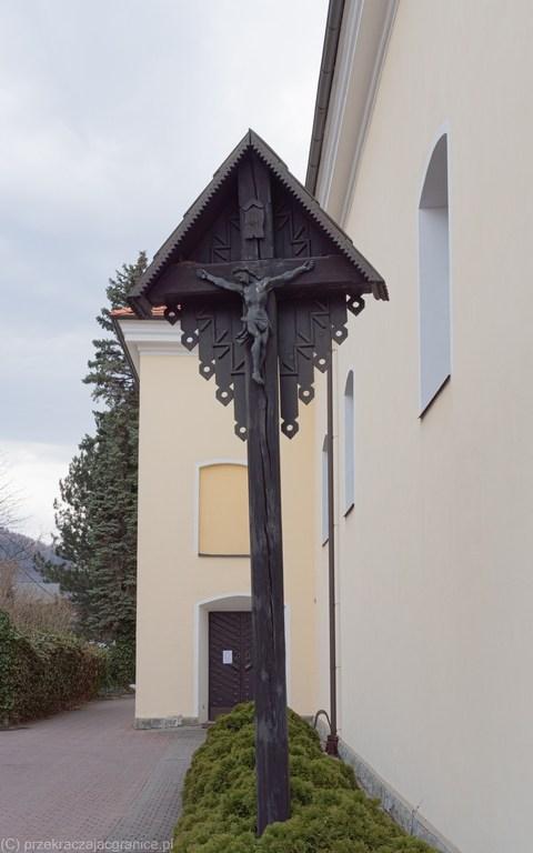 Ustroń - krzyż przed kościołem św. Klemensa
