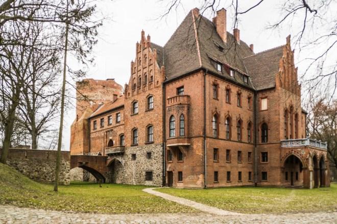 Zamek w Pęzinie - Okolice Szczecina