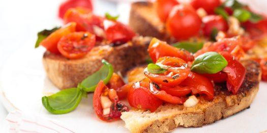 Bruschetta z pomidorem i bazylia