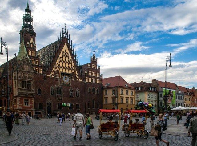 Największe atrakcje turystyczne Wrocławia - Ratusz od strony pręgierza