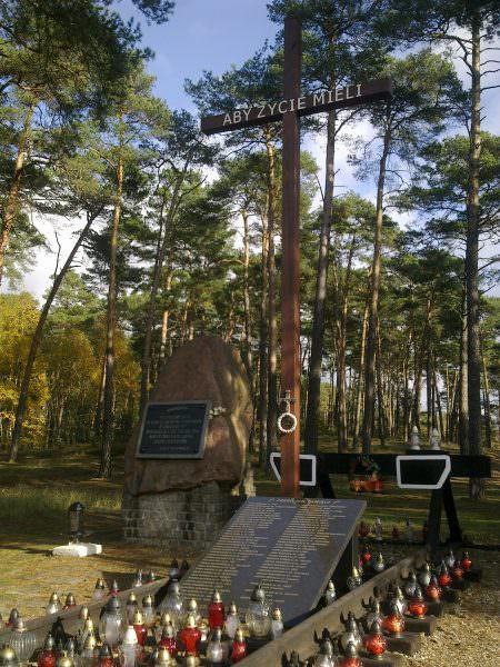 Pomnik w Otłoczynie