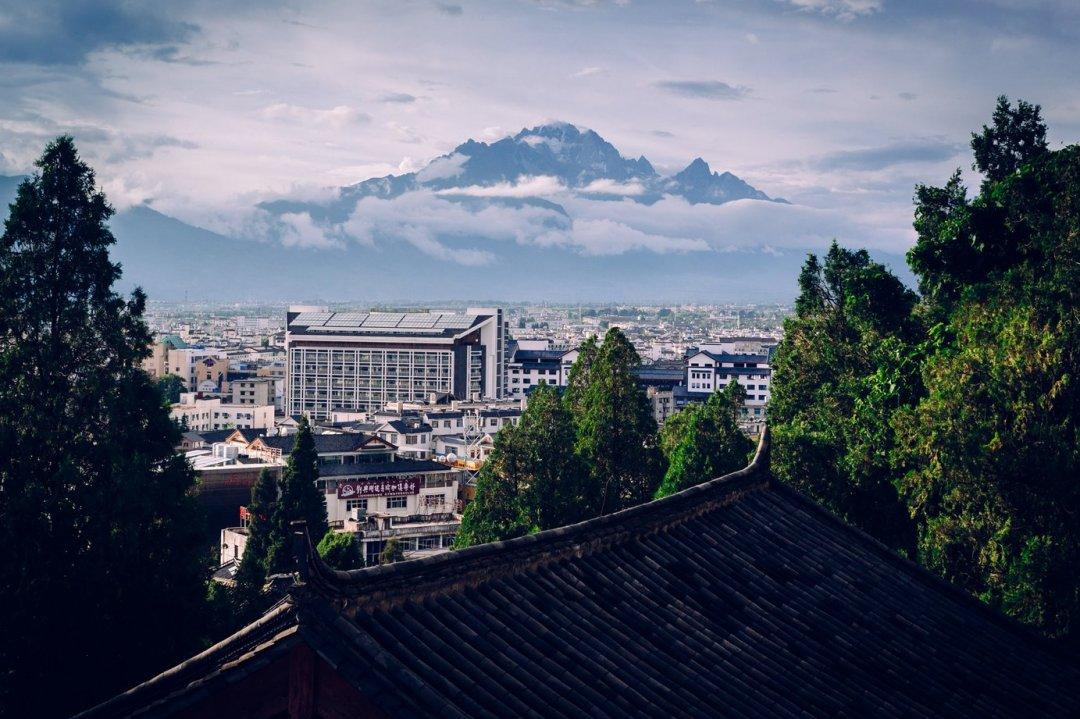 Nad Lijiang góruje Jade Dragon. Ma prawie 6 tys. metrów irobi spore wrażenie.