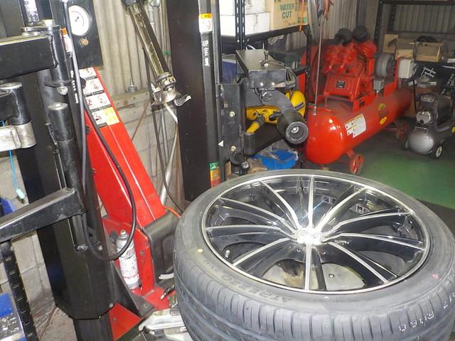 ATH20W アルファードハイブリッド タイヤ交換 1G締めと四輪アライメント