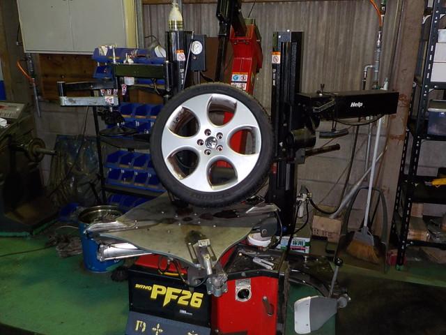 フォルクスワーゲン ポロ GTI タイヤ交換と四輪アライメント