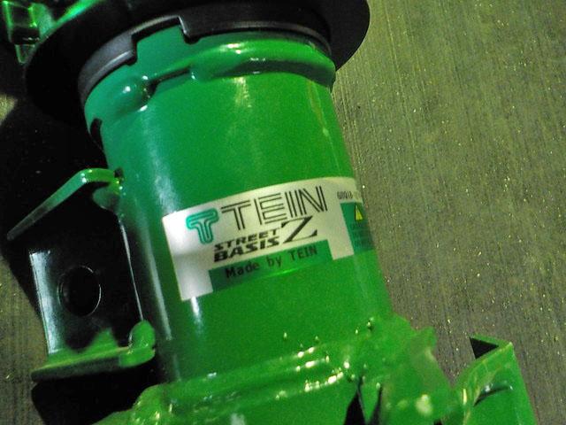 ZVW30 プリウス TEINの車高調に交換 四輪アライメント調整
