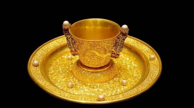 gorgeous gold cup and plate