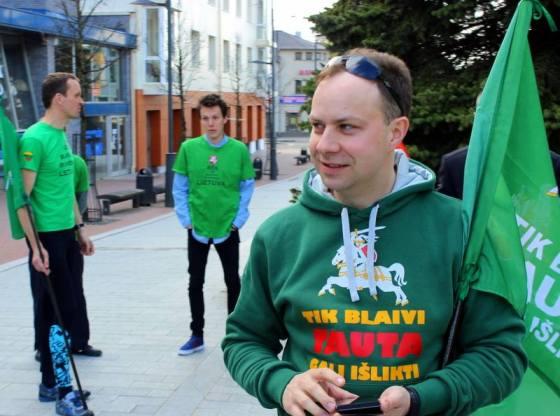 Prof. Aurelijus Veryga, Nacionalinės tabako ir alkoholio kontrolės koalicijos prezidentas,  dalyvauja bėgime Šiauliuose