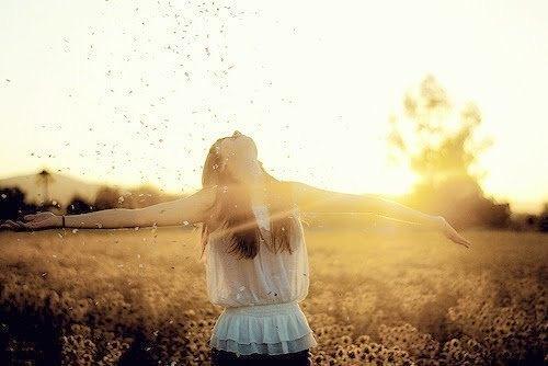 plenitude pessoa completa feliz conectada