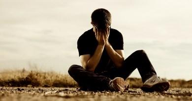 diferença entre tristeza e depressão, pessoa sofrendo, pessoa triste, pessoa com depressão, pessoa chorando
