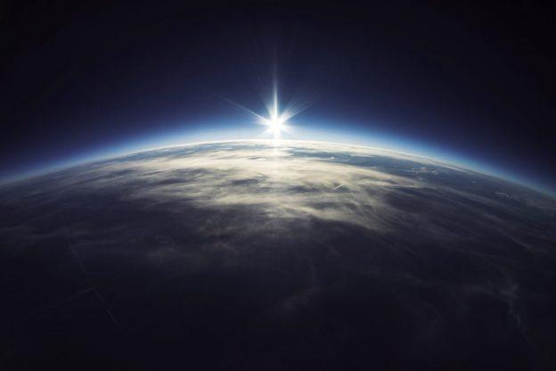 com um único suspiro sou parte do universo, terra, planeta terra, universo
