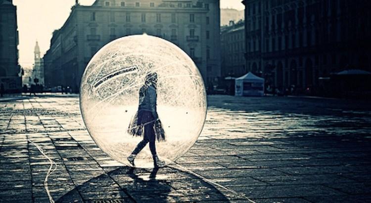 tudo dá errado, bolha, pessoa na bolha