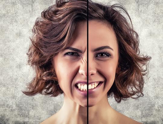 mulher-emocoes-raiva-sorriso