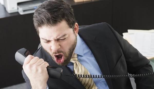 homem-bravo-nervoso-agressivo