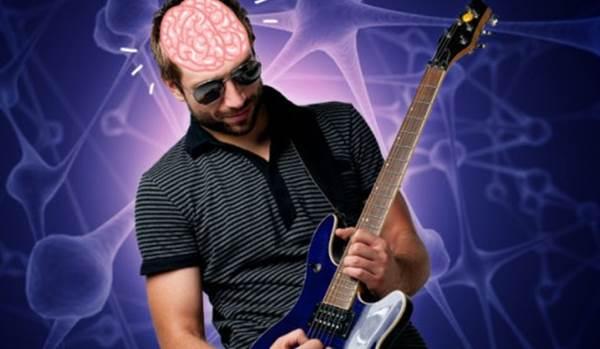pratica-intercalada-homem-guitarra-cerebro-aprender-musica
