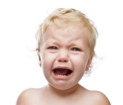 капризный ребенок фото
