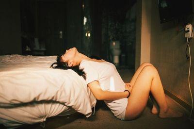 Mujer con enfermedad de transmisión sexual