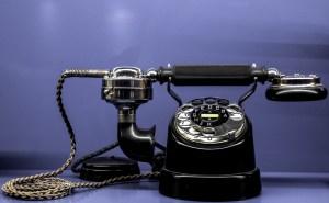 Fotografía de un teléfono antiguo