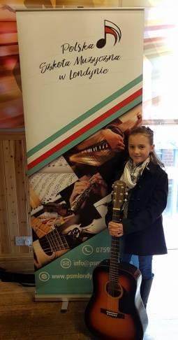 Amelie James - sekcja gitary oraz pianina