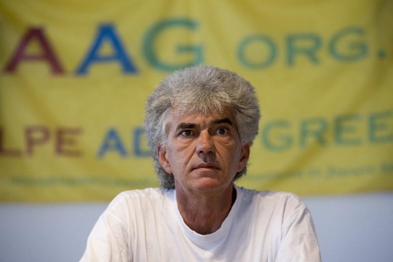 Predsednik Alpe Adria Green Vojko Bernard meni, da bo posledice hidravličnega lomljenja v glavnem nosilo tam živeče prebivalstvo ter v globalnem celotno podnebje na zemlji.