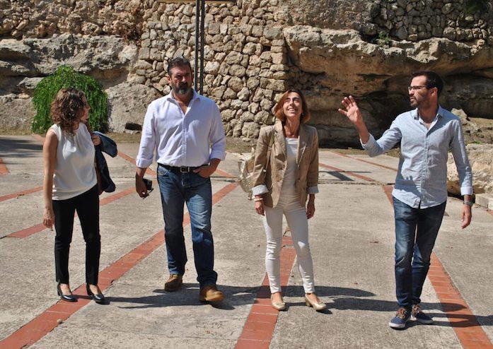 Dolors Antonio i la resta de membres del grup municipal socialista Ajuntament de Maó PSOE