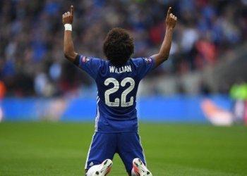 Pemain Chelsea, Willian, merayakan golnya ke gawang Tottenham Hotspur dalam laga semi final Piala FA di Stadion Wembley, London, Inggris
