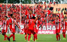 fais Selebrasi pemain Deltras usai memetik kemenangan atas Surabaya Muda.