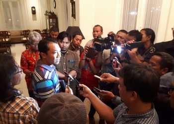 Sekretaris Asprov PSSI Jatim Amir Burhannudin saat memberi keterangan pers terkait venue laga final Piala Gubernur Jatim 2020. (Foto: Asprov PSSI Jatim)
