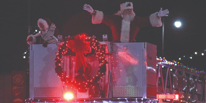 Hundreds Gather for Pittsburg Christmas Parade