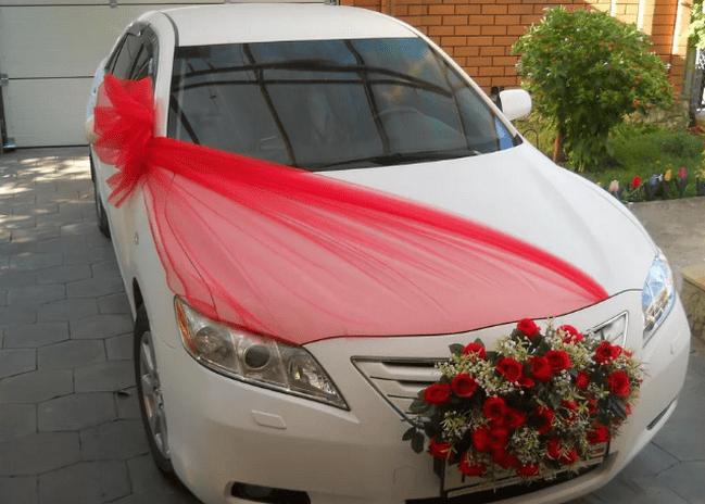 Decoration of a wedding machine ribbons