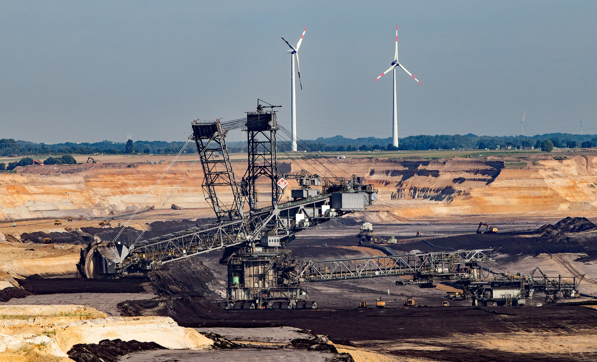 How can renewable energy technologies support mining and drilling?