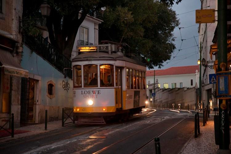 Tramwaj 12 na Rua Augusto Rosa