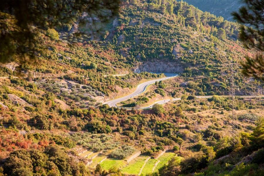Drogowe atrakcje Vis - górskie serpentyny