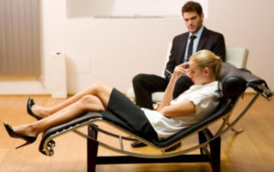 woman-in-psychotherapy
