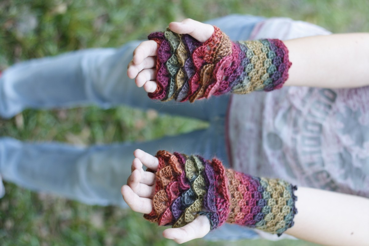 Dragon Gloves - Free Crochet Pattern