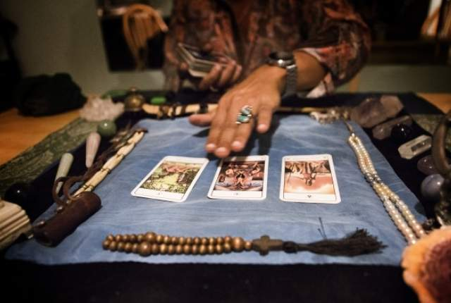 How Do Psychics Predict the Future? - Psychics Predictions