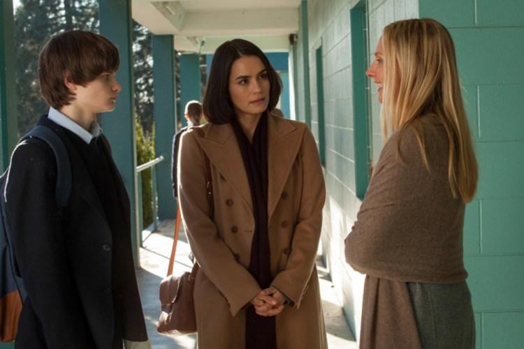 Wayward-Pines-season-1-episode-4-Ben-Theresa-Megan-looking-hungry
