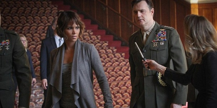 Halle-Berry-and-David-Morrissey-in-Extant-Season-2-Episode-1