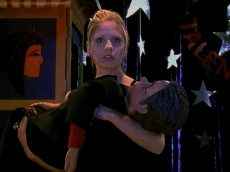 buffy-109-puppet-show