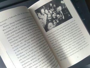 20180924_203801170880211-225x300 SUPER KODERKI. Poznaj historię nastolatek, które odniosły sukces w branży informatycznej. Wydawnictwo Czarna Owca.