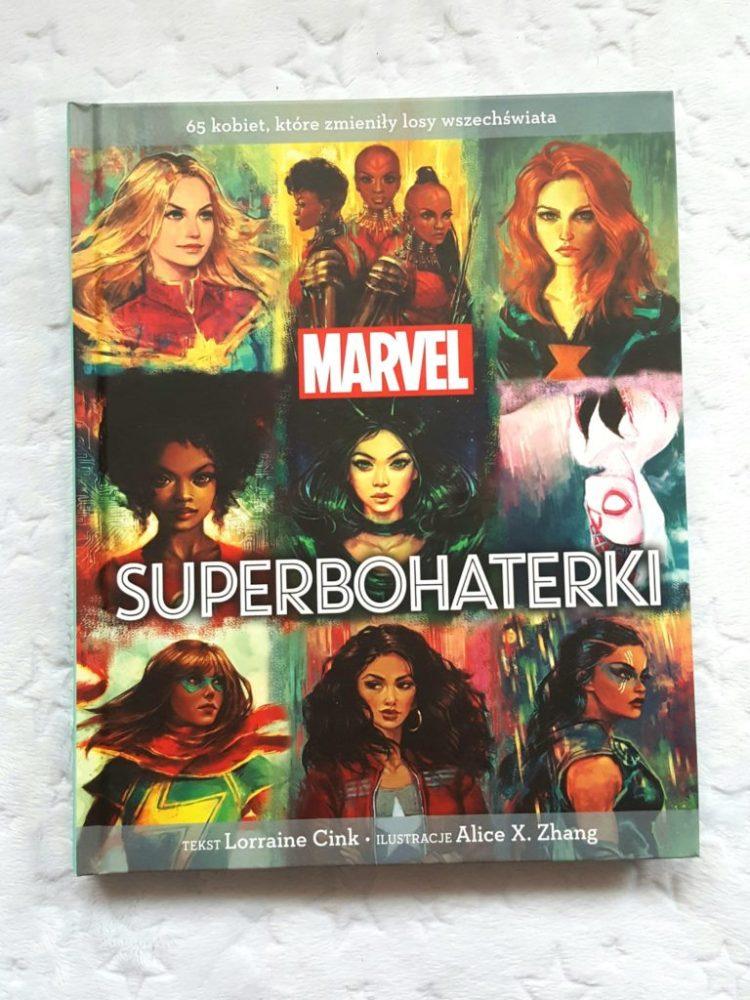 20190326_203823100023828-768x1024 Marvel. Superbohaterki. 65 kobiet, które zmieniły losy wszechświata. EGMONT