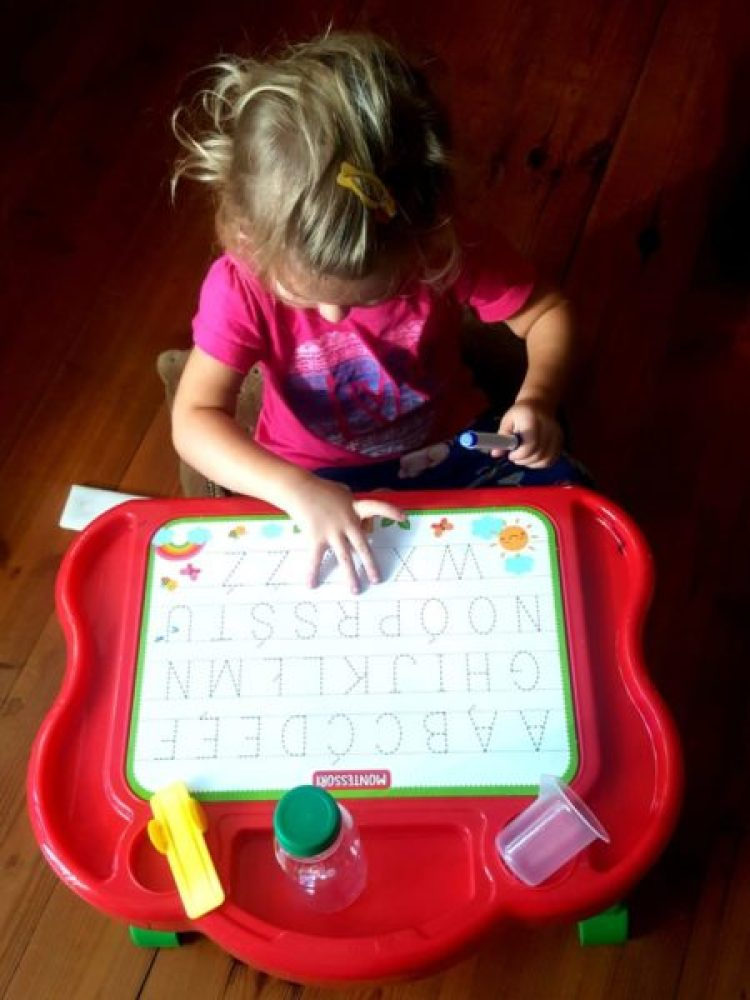 wp-15712565442801057501726-682x1024 Pomysł na prezent: Moje pierwsze biurko. Zabawa edukacyjna Montessori 3-6 od Lisciani