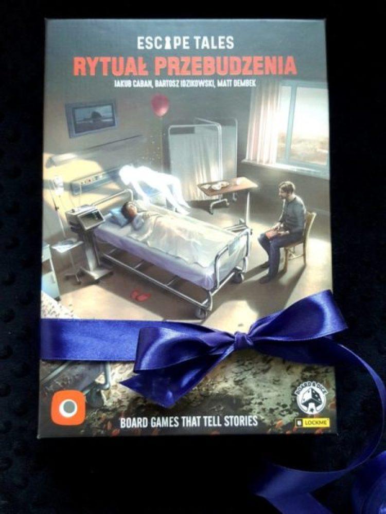20191203_1416091210104356-768x1024 GRAnatowy czwartek: logika i psychologia w grze Escape Tales: The Awakening (Rytuał przebudzenia) od Portal Games.