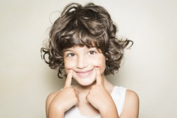 Nia mostrando sonrisa