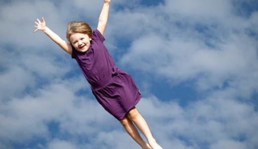 【夢占い】空を飛ぶ夢が暗示する重要なメッセージ