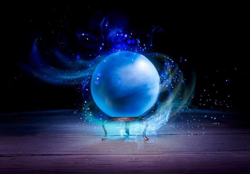 wróżenie z kryształowej kuli