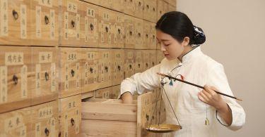 Tradycyjna Medycyna Chińska akupunktura, moksa, bańki, zioła