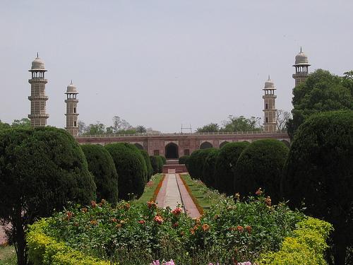 tomb of jehangir photo